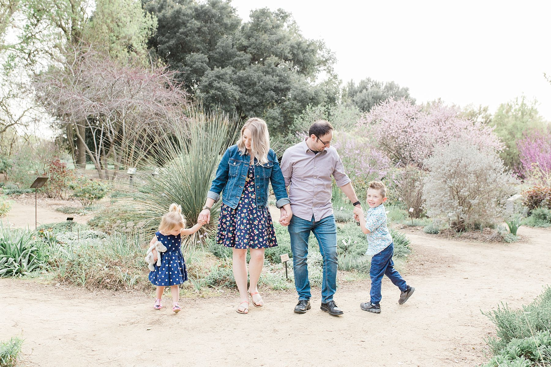 Davis Family Portraits at UC Davis Arboretum - Padovani Family - Ashley Baumgartner - Davis Family Photographer_0001.jpg