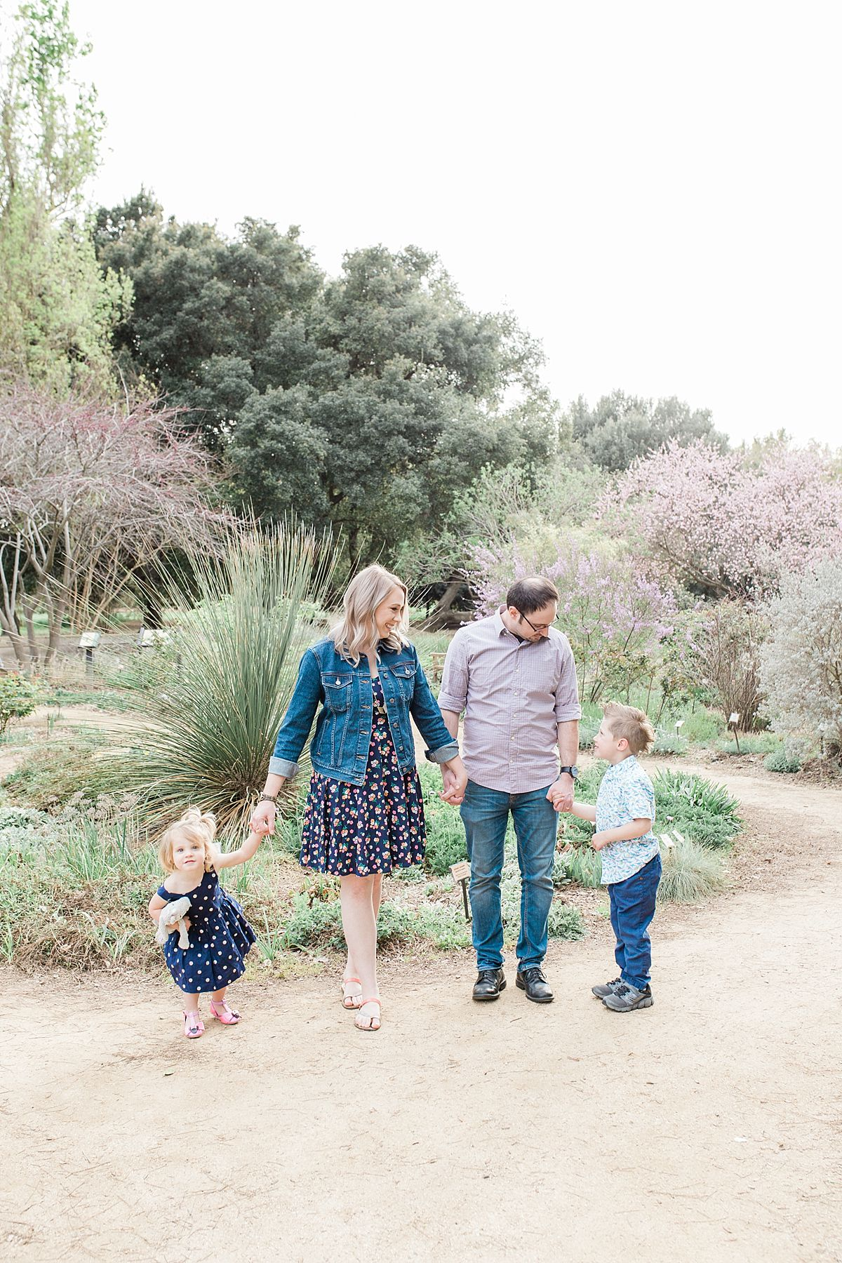 Davis Family Portraits at UC Davis Arboretum - Padovani Family - Ashley Baumgartner - Davis Family Photographer_0005.jpg